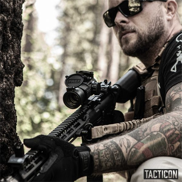 Adult Male with Tacticon Predator V1 Red Dot / Green Dot - AR 15 Picatinny Mounted